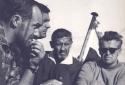 """S/Y """"JURAND"""" - W KOKPICIE SIEDZĄ (OD LEWEJ): HUTNY, FIJAŁKOWSKI, PUCEK, ŻYCHIEWICZ (1964)"""